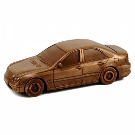 Samochód z czekolady Mercedes E-klasa niebanalny prezent dla faceta