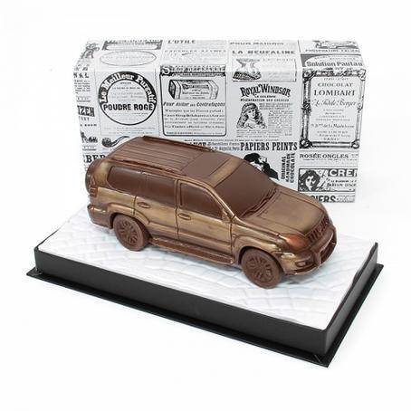 ciekawy prezent z czekolady Samochód Toyota Land Crusier Prado