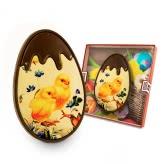 Czekoladowe jajo z kurczaczkiem na Wielkanoc